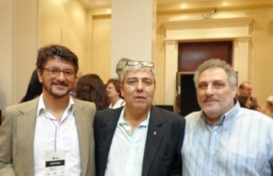 El Dr. Martín Aiello, el Dr. Fernando Pablo Nápoli y el Dr. Pablo Vain, en el Vino de Honor del Congreso en el Salón del Consejo Directivo de la Facultad de Medicina de la UBA