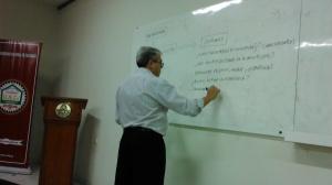 El Dr. Fernando Napoli durante el seminario de Gestión Universitaria