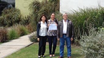 De izquierda a derecha: la Lic. Teresa Gomez, Directora de la Escuela de Enfermería del Hospital Británico, la Esp. Patricia Tilli y el Dr. Fernando Pablo Nápoli, en el acceso al Alto Miramar Resort & Spa, sede de las Jornadas
