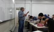 El Dr. Fernando Nápoli en una de sus Ingeniería y Sociedad posterior a la reunión de cátedra.