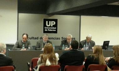 De izquierda a derecha: Ing. Ricardo Popovsky, Mg. Osvaldo Barsky, Dr. Claudio Rama, Dr. Enrique Zuleta Puceiro