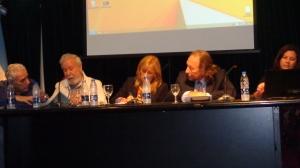 Panel de apertura (de izquierda a derecha): el Dr. Norberto Fernandez Lamarra, el Dr. Augusto Pérez Lindo, la Mg. Norma Placci (coordinadora), el Dr. Gerardo Kaplan y la Dra. Mónica Marquina