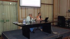 El Dr. Fernando Napoli junto a la Esp. Patricia Tilli exponiendo su ponencia sobre las problemáticas de las tesis de posgrado